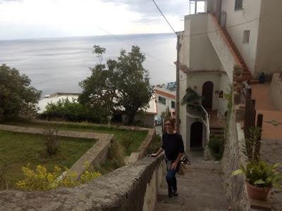 calles-empinadas-con-escaleras-praiano-italia