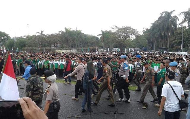 15 Ribuan Banser Padati Monumen Perjuangan