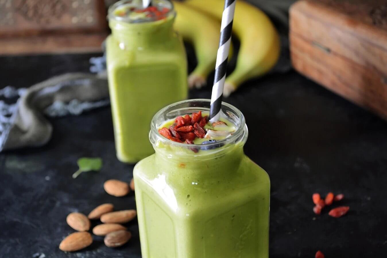 smoothie-pisang-matcha-dengan-alpukat