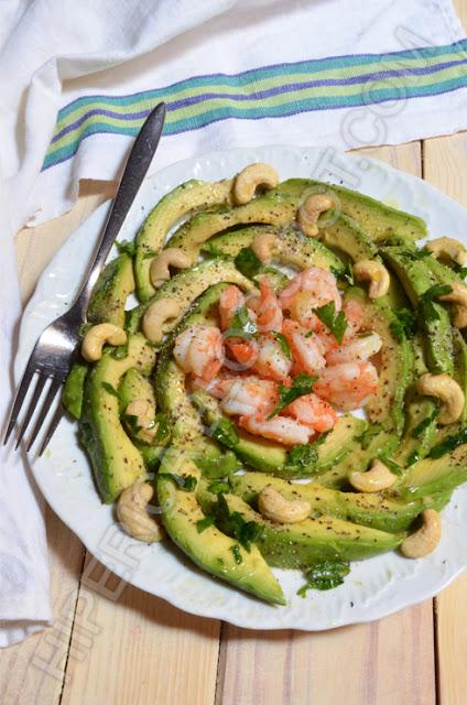 hiperica di lady boheme blog di cucina, ricette gustose, facili e veloci. Ricetta insalata di gamberi e avocado