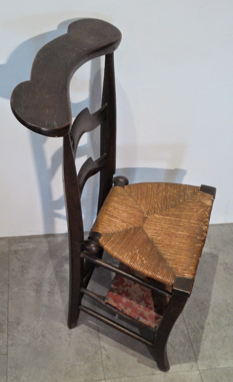 ancien prie dieu bois proven al religieux chaise paill e glise poque. Black Bedroom Furniture Sets. Home Design Ideas