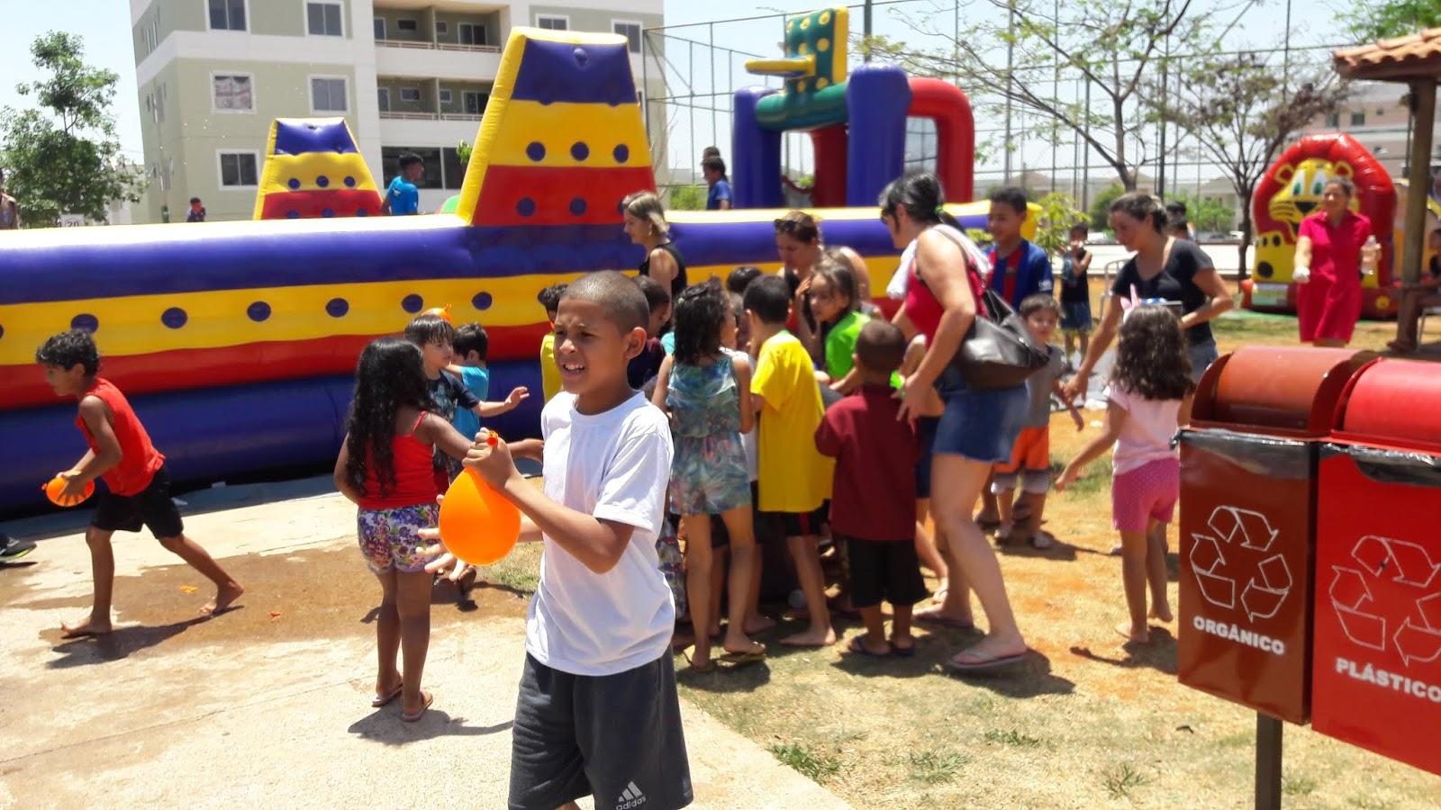 20181012 112636 - 12 de outubro teve festa para as crianças no Jardins Mangueiral