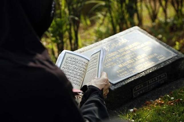 Hukum Ziarah Kubur Tahunan ke Makam Tertentu