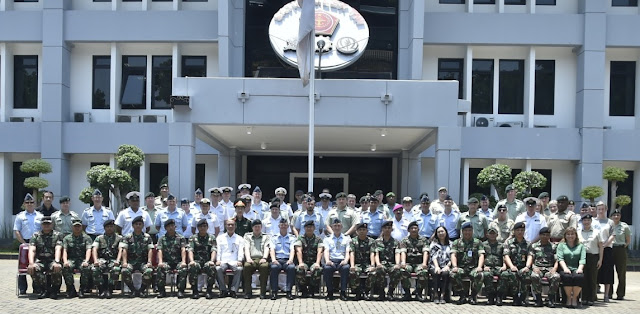 61 ACSC New Zealand students visit TNI Headquarters