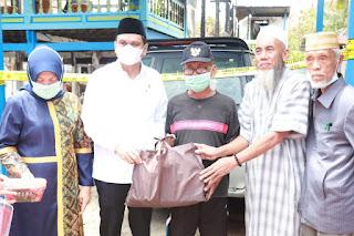 Bupati Barru Beri Bantuan Korban Kebakaran Sumpang Binangae
