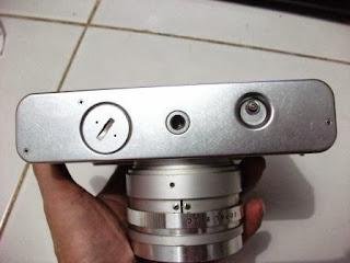 Bagian bawah Yashica electro 35 GSN