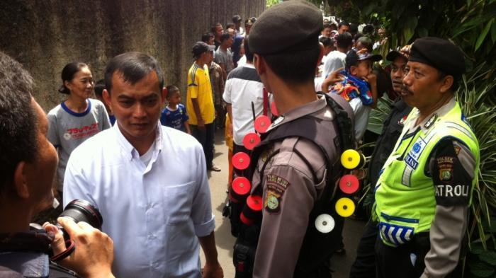Ahok Dikawal Polisi saat blusukan