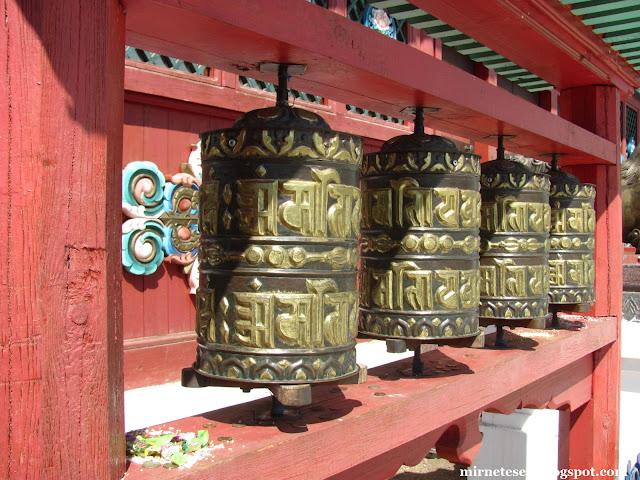 Иволгинский дацан - барабаны хурдэ у Дворца Хамбо Ламы Итигэлова