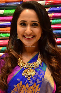 Pragya Jaiswal in colorful Saree looks stunning at inauguration of South India Shopping Mall at Madinaguda ~  Exclusive Celebrities Galleries 011