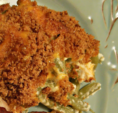 Green bean cobbler, fresh and delicious, with sour cream, cheese and a crunchy breadcrumb topping.