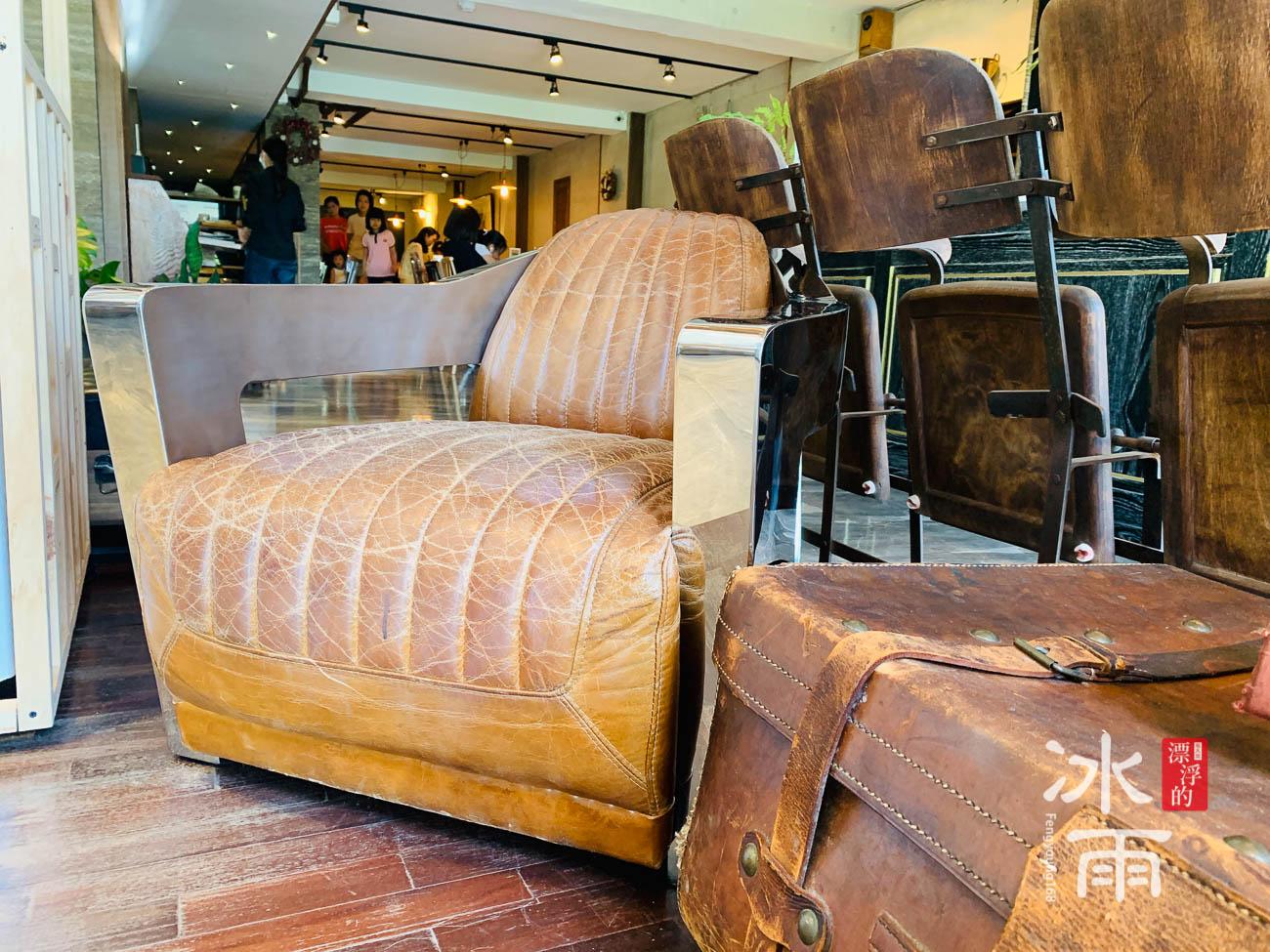 充滿手感的皮椅,像是旅人另外一個家