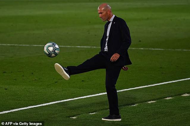 """Real Madrid vô địch La Liga lần thứ 34: Rực rỡ Zidane và """"gà son"""" Benzema"""