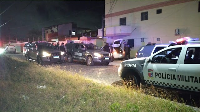 Assaltantes trocam tiros com policiais e shopping fecha portas durante perseguição na Zona Sul de Natal