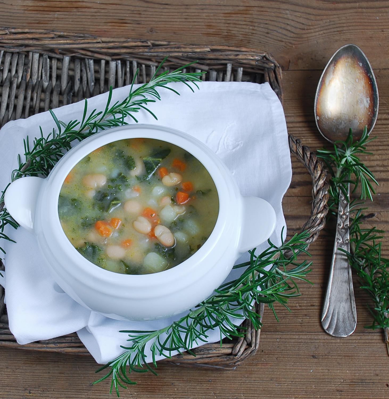 Sopa de alubias con kale y parmesano - El bistrot de Carmen