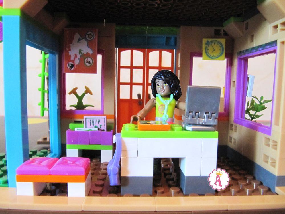 Конструктор ветлечебница в джунглях Mega Construx American Girl