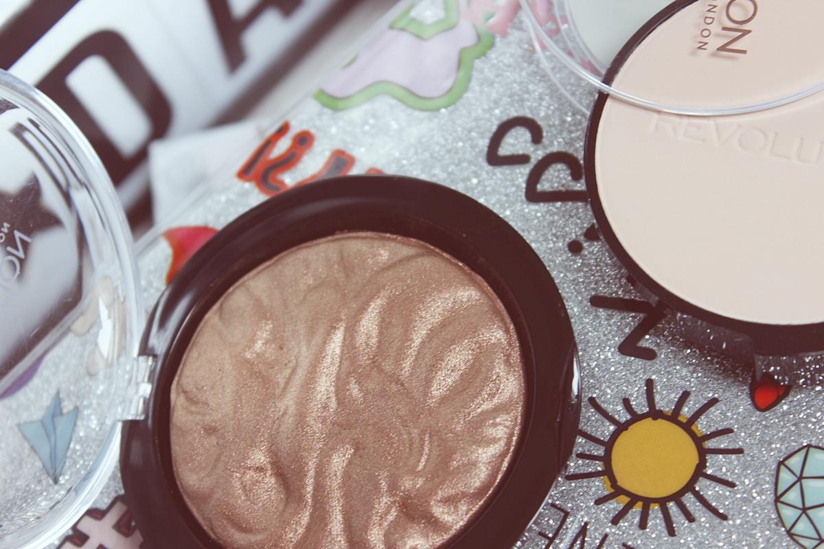 Makeup Revolution Pressed Powder Porcelain Soft Pink, Strobe Highlighter Rejuvenate 2