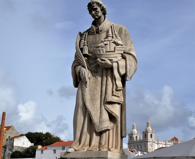 Statue of St Vincent, 8 Great Discoveries in Lisbon, photo by Modern Bric a Brac