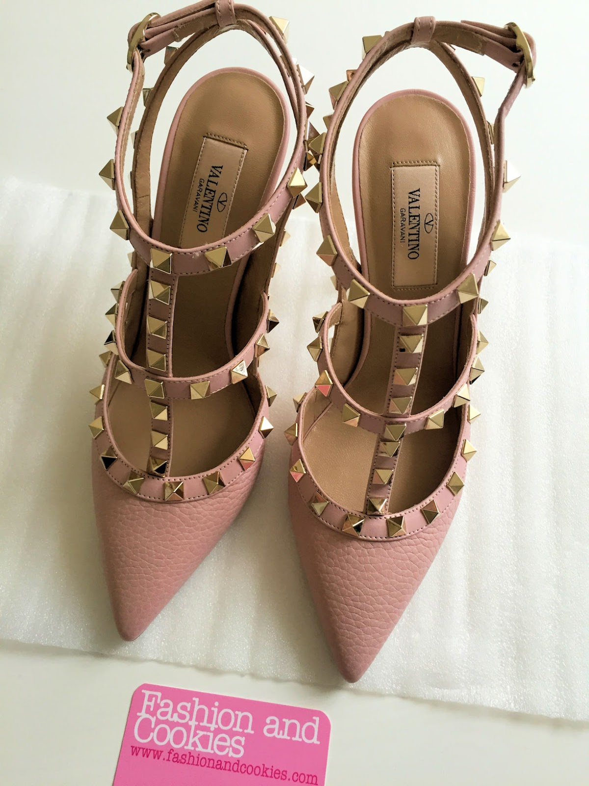 Valentino pink Rockstud shoes on Fashion and Cookies fashion blog, fashion blogger style