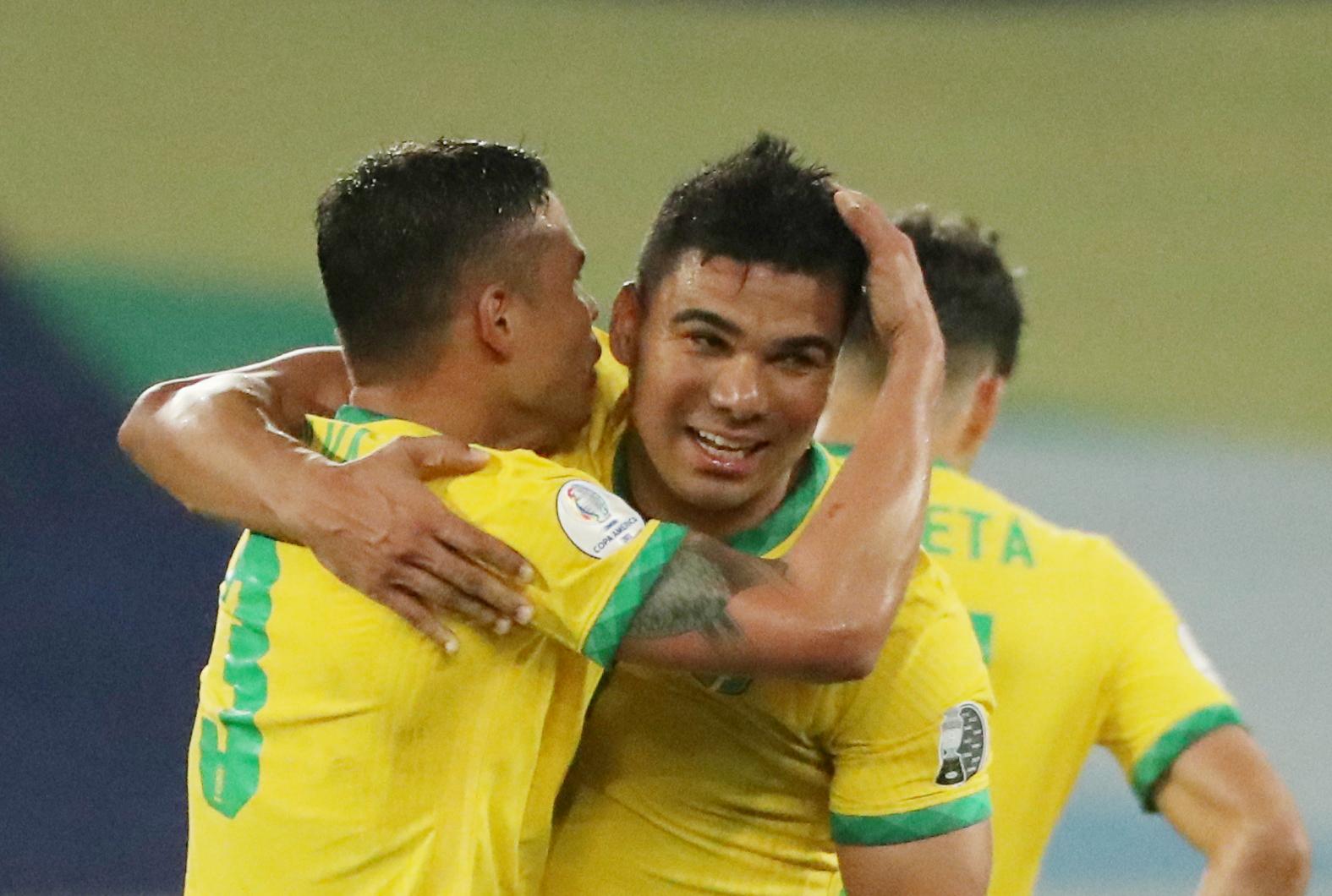 Brasil venció en el descuento a un Colombia que igual se clasificó con una polémica por Pitana