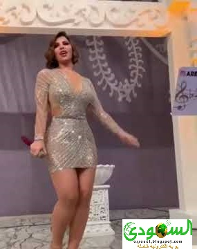 رقصة جريئة للفنانة الكويتية شمس احتفاء برفع حظر كورونا - فيديو