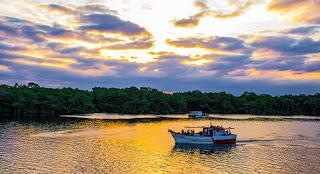 Passeio de barco em Itanhaém