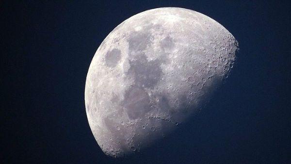Hallan carbono en la Luna que contradice teoría sobre su origen