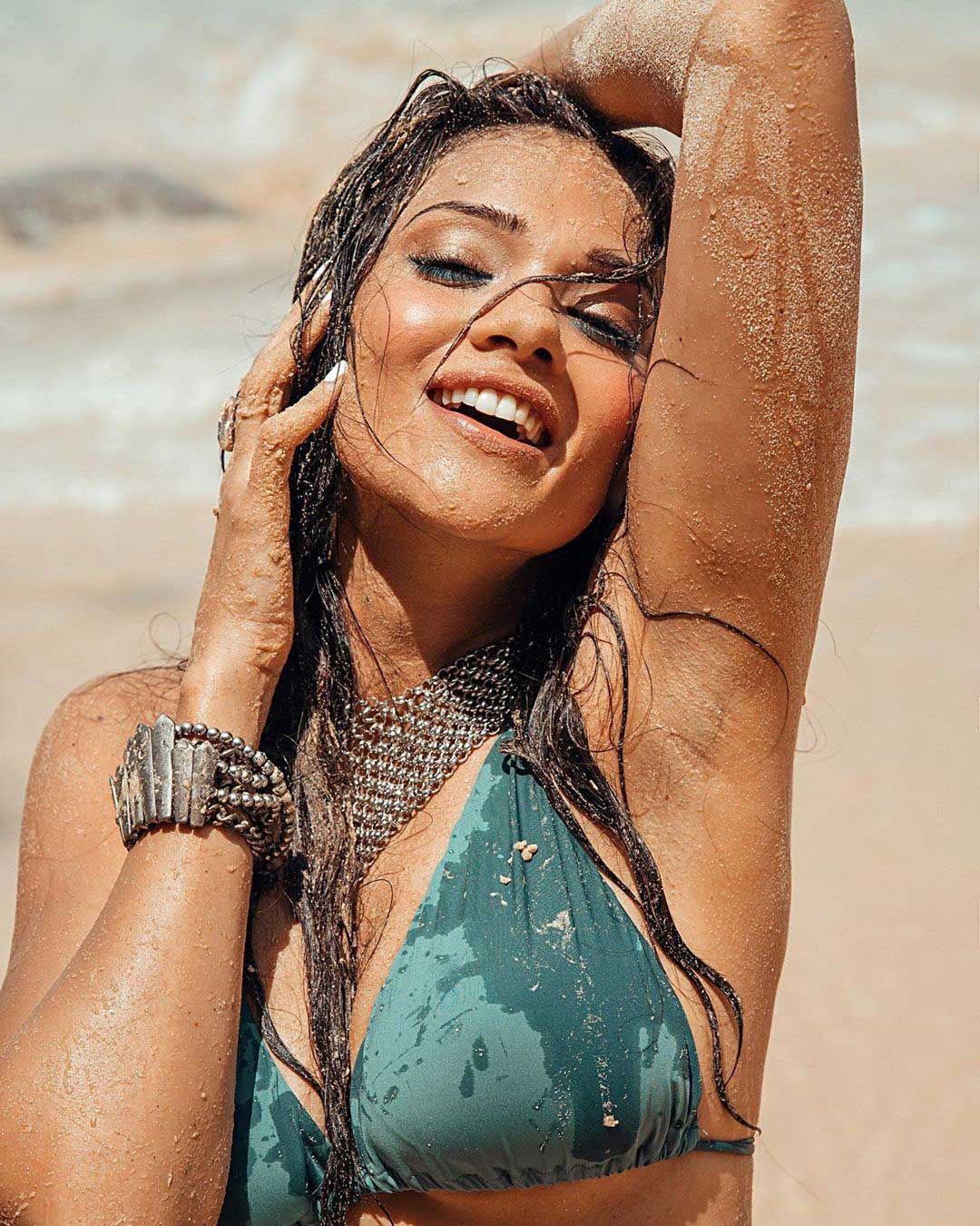 Sexy Megha Gupta Hot in Bikini flaunting her armpits