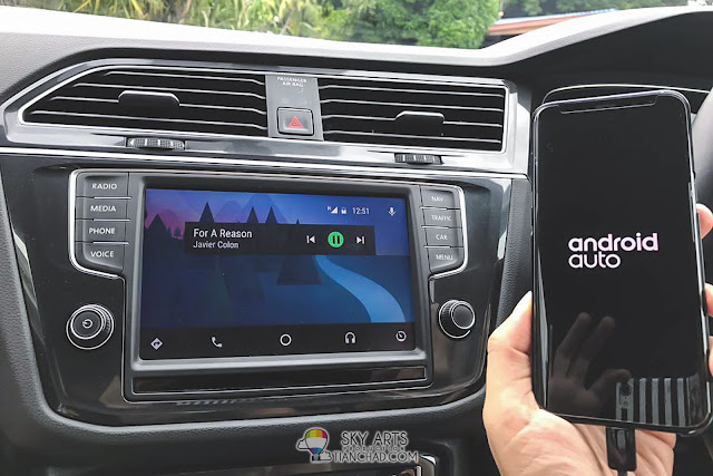 Android Auto with Spotify playing on VW Tiguan 1.4 TSI