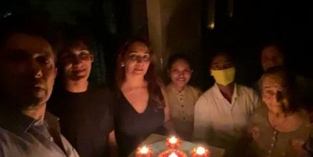 कोरोना के खिलाफ जंग में आगे आए बालीवुड के ये सितारे, जलाए दिये