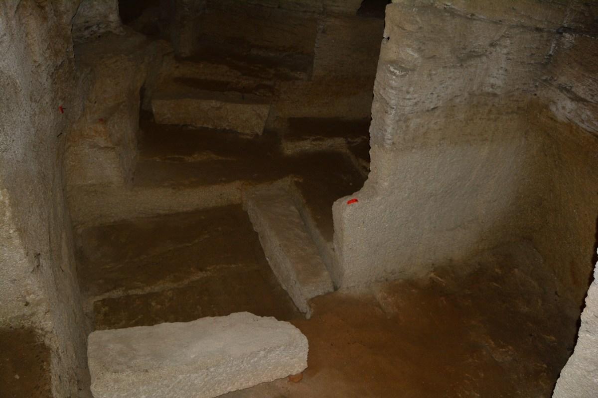 des sarcophages en attente