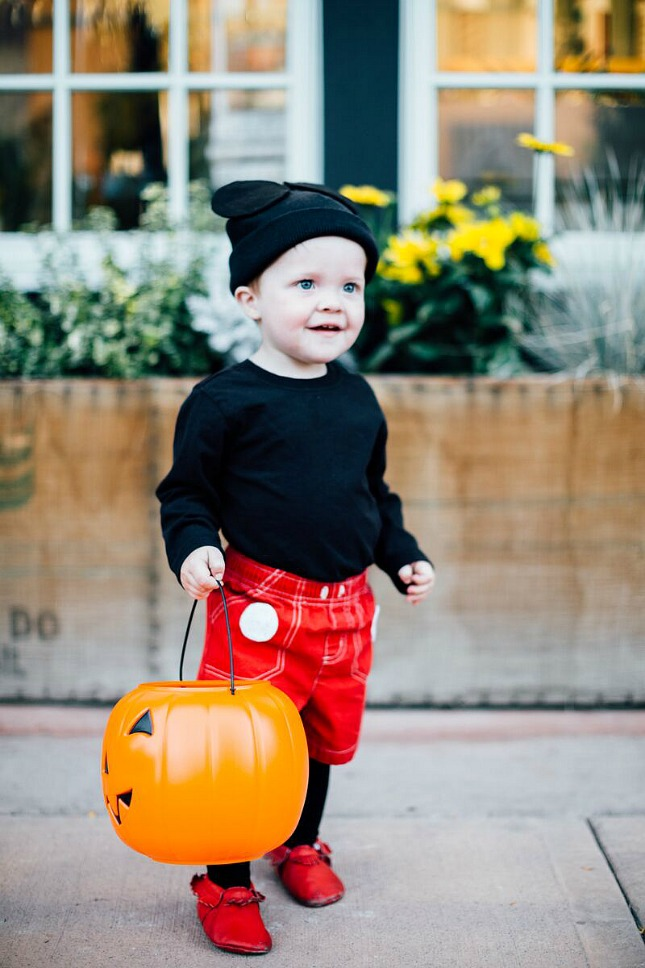 easy children's halloween costumes: mickey mouse