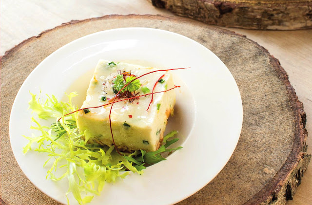 """Quark-Kartoffel-Würfel mit Löwenzahn - ein Rezept aus dem Kochbuch """"raffiniert rheinhessisch"""". #Rheinhessen #Kochbuch #MoToLogie #Mailahn #raffiniertrheinhessisch"""