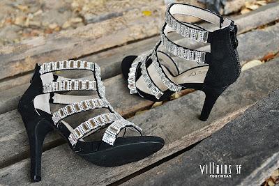 รองเท้าส้นสูง สีดำ