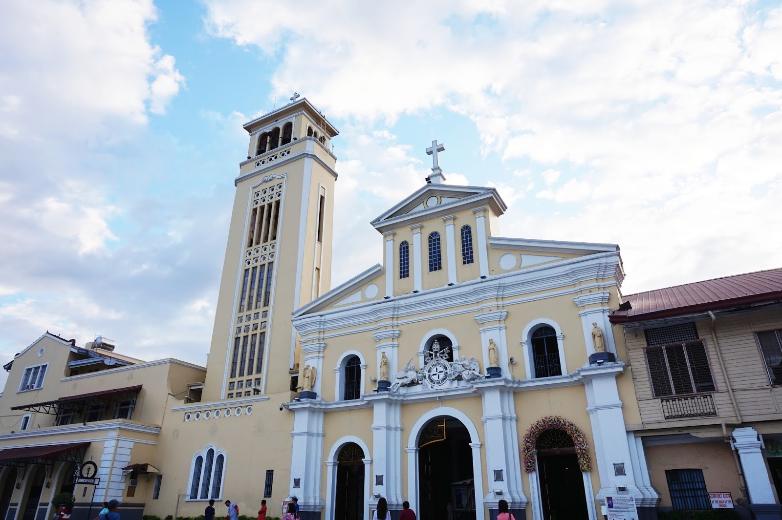 our lady of manaoag church in pangasinan