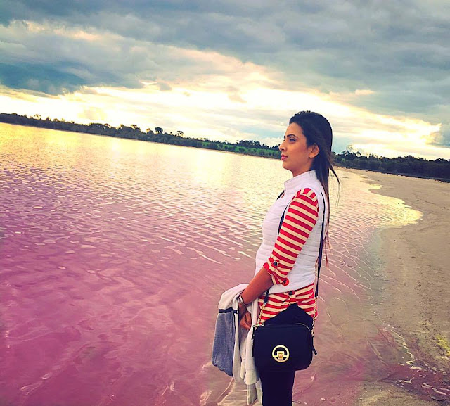 Bidya Sinha Saha New Selfie As Romantic In See Beach