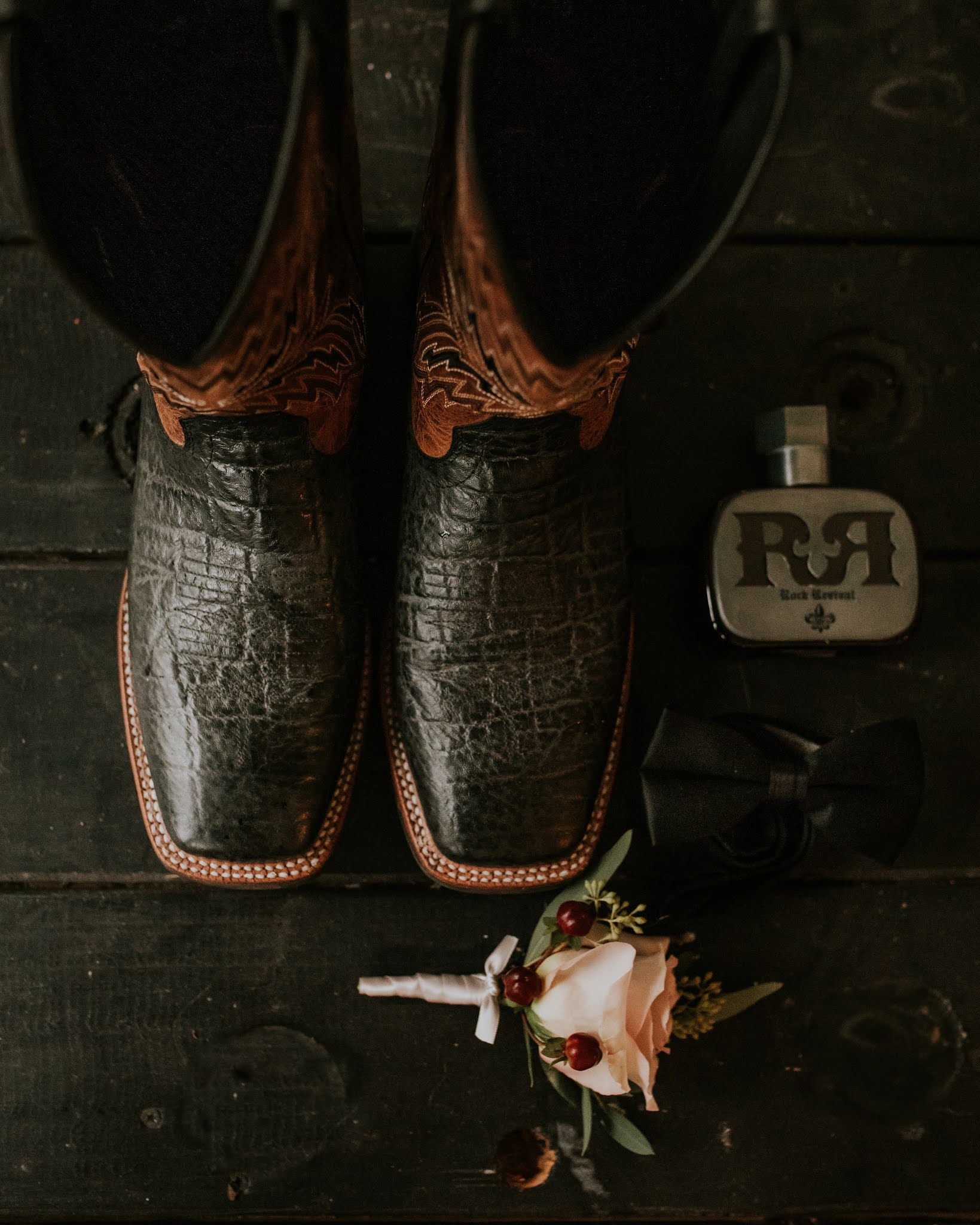 groomsmen details on wedding day photography