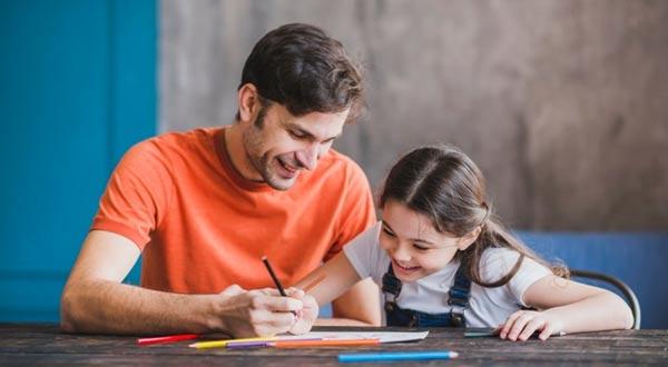 Terbaik! Ini 8 Cara Mengajari Anak Belajar di Rumah
