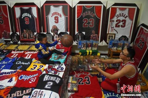 Najarian Nba Youth Bedroom In A Box: Photos: Basketball Fanatic Has Spent Over $62k Collecting