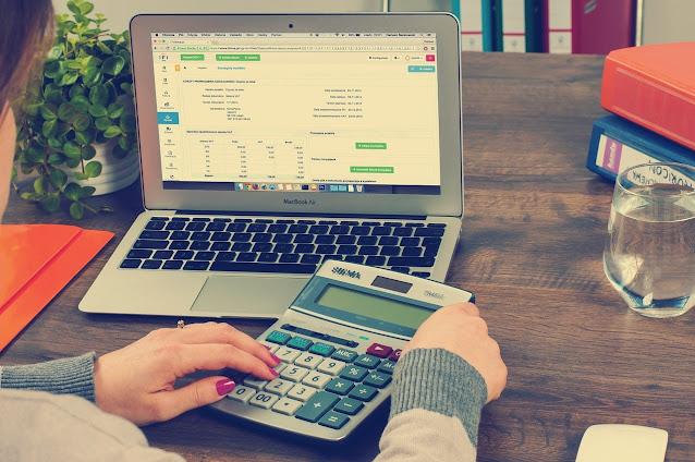 Pegando a calculadora para não se perder