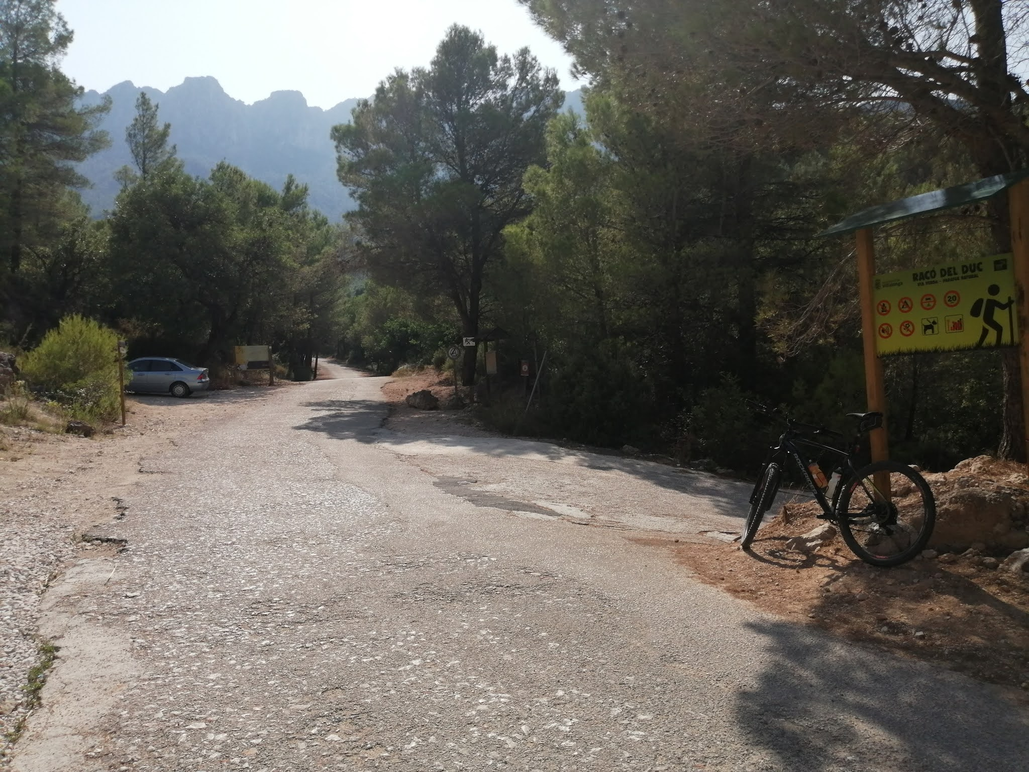 Parking area near Villalonga quarry at the start of the Serpis Greenway