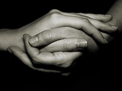 Resultado de imagen para manos entrelazadas  hombre mujer