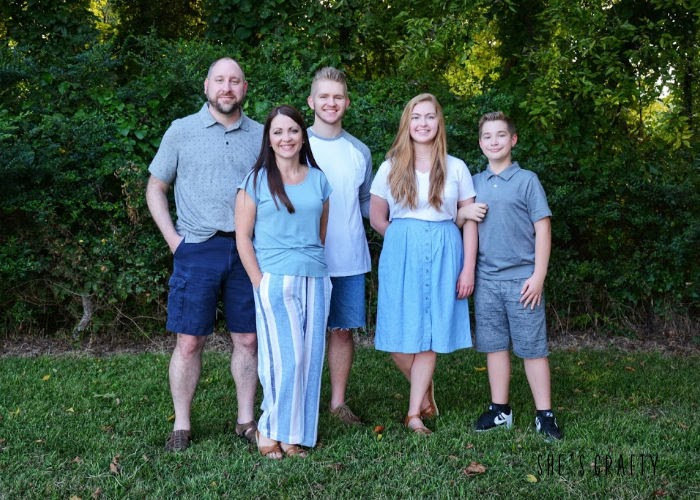 How to not dread family photo sessions - choose mom outfit first