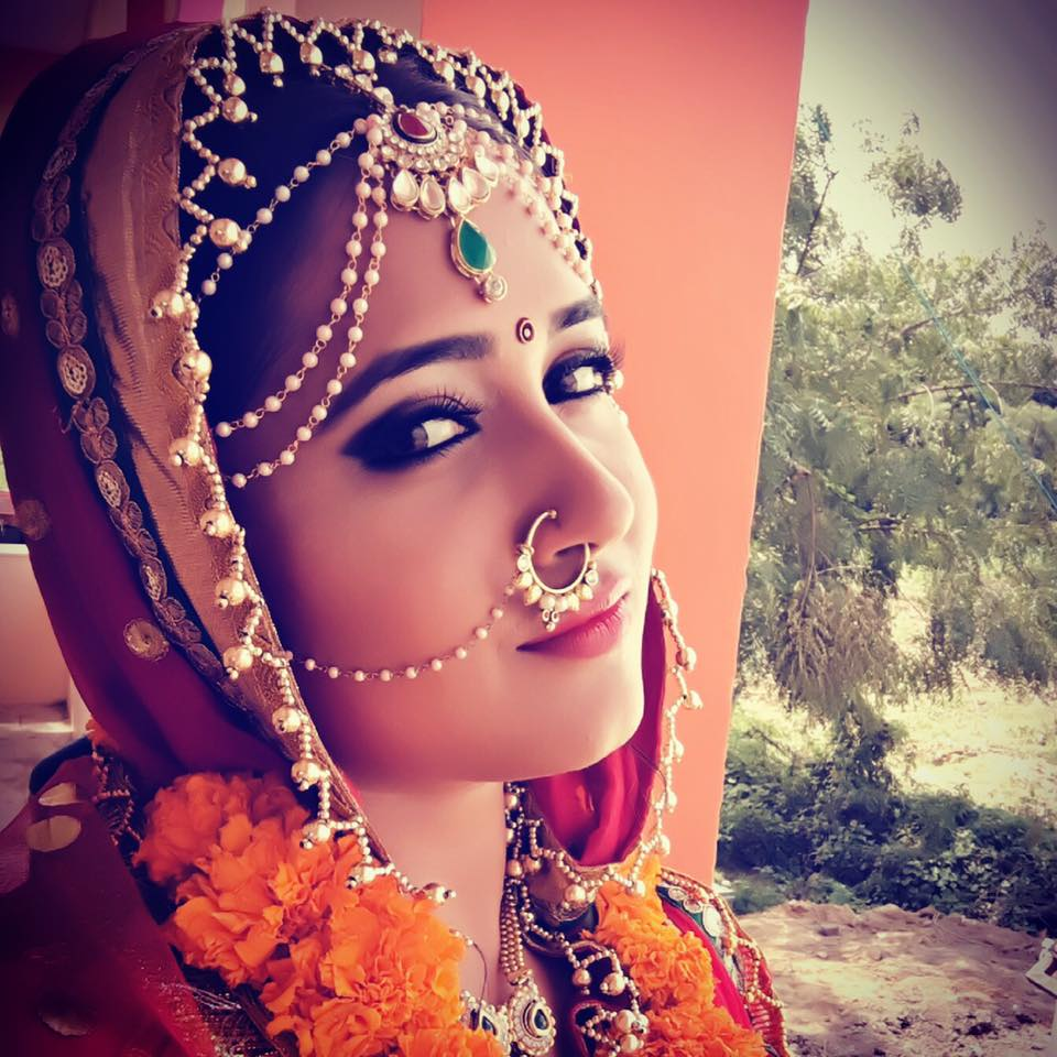 Kajal Raghwani ON Set Dulhan Ganga Paar Ke pics