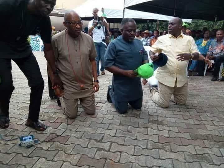 Viral photo shows Patrick Obahiagbon kneeling to beg APC delegates in Edo state