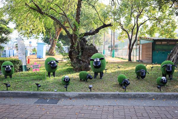 台中公園派出所好溫馨,小羊群、熊熊警察、雪人、玫瑰花熊好可愛
