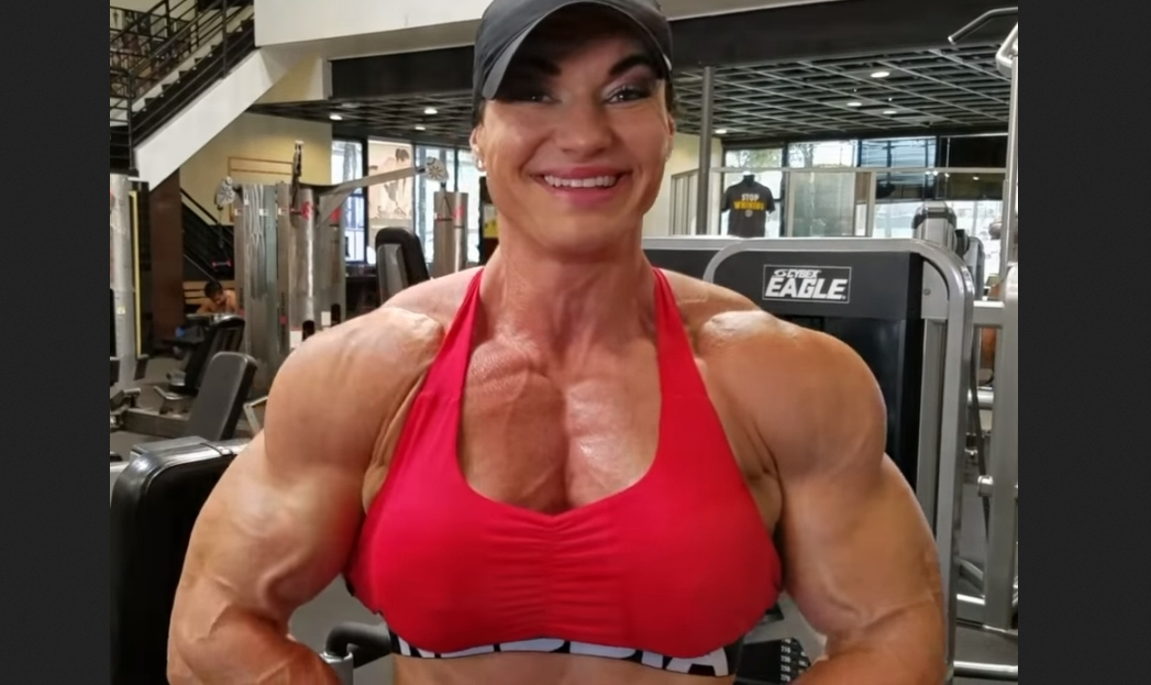 Popular Myths Unveiled For the Woman Bodybuilder : A woman bodybuilder only needs cardio and light weight training