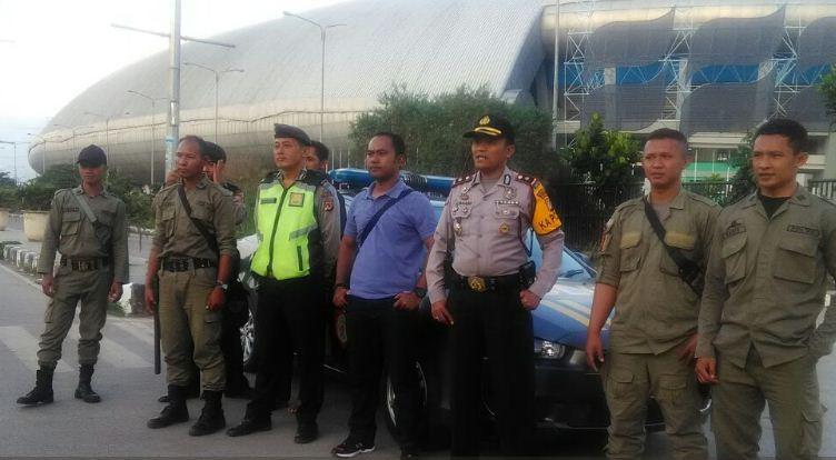 Polsek dan Linmas Gedebage Gelar Patroli di Sekitar Stadion GBLA
