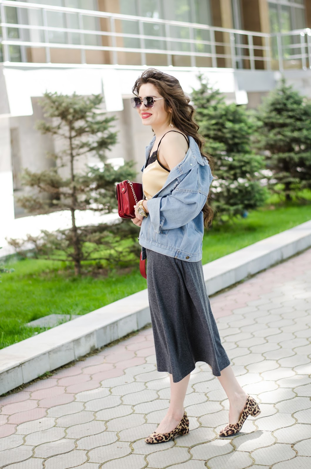 fashion blogger diyorasnotes diyora beta cami top midi skirt denim jacket leopard heels