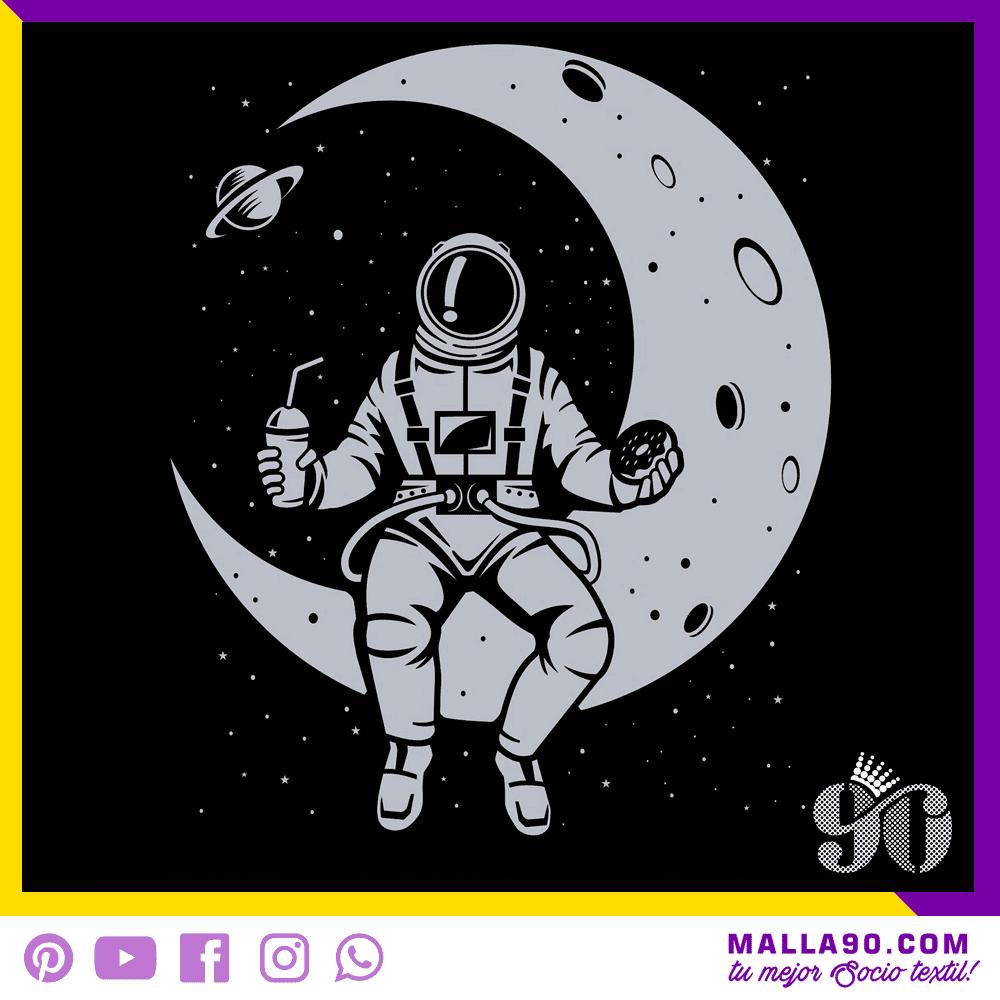 Astronauta desayunando