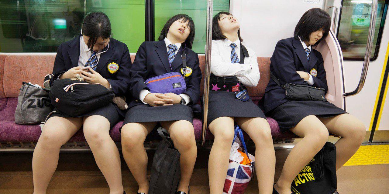 Intip celana dalam seksi dan siswi di jepang tidur di Kereta budaya jepang yang aneh